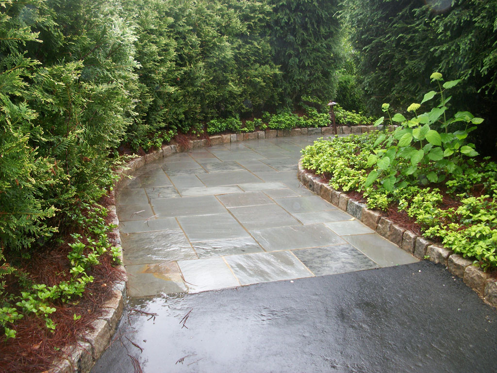 Pensilvania Bluestone cut different sizes combined with cabbo stone